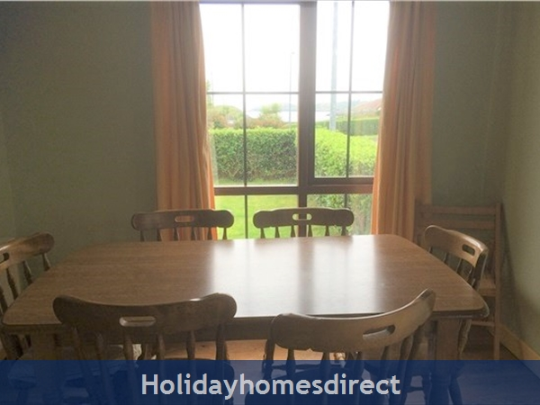 No 12 Tragumna Holiday Cottages: Dining area