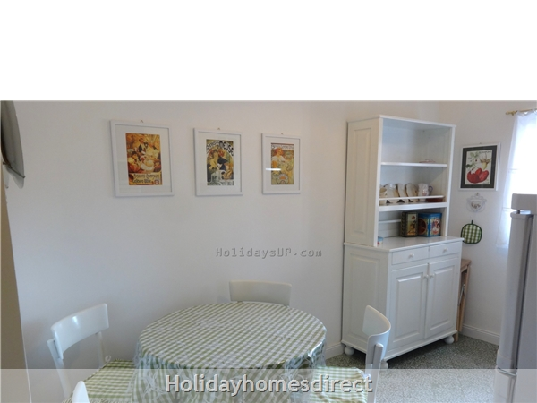 Kitchen fully equipped at apartment in Schiazzano