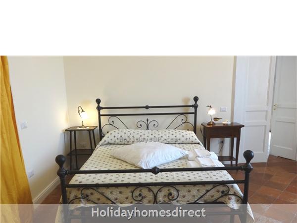 Villa Dimora Emilia - Historic '700  Apartments In Amalfi Coast: Double bedroom with antique furniture - Schiazzano