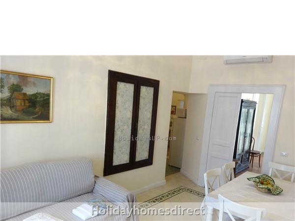 Living/dining area villa in Schiazzano (Massa)