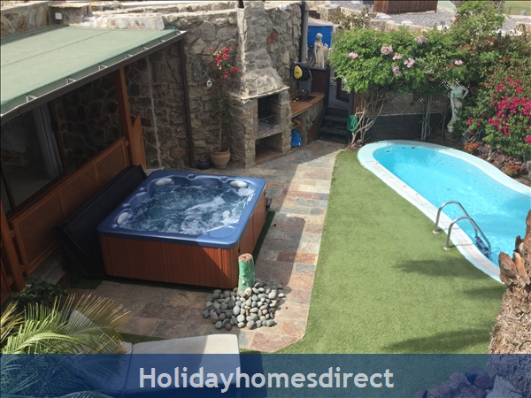 private garden, heated pool, hot tub
