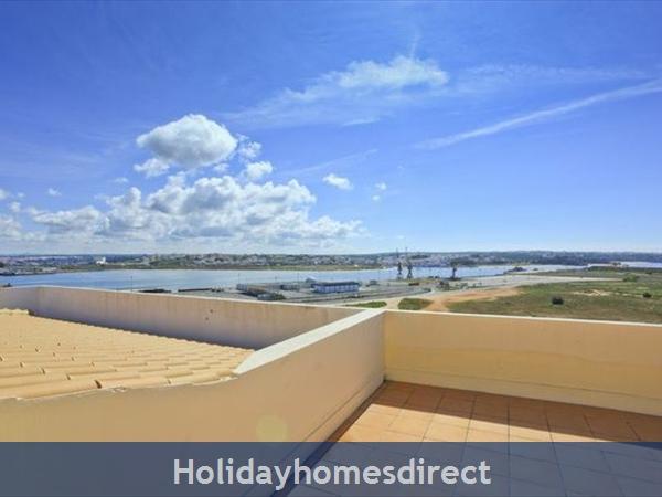 Apartment Vila Arade, Top Floor, Sleeps 4, Sea View: great roof terrace with BBQ