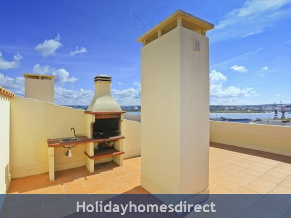 Apartment Vila Arade, Top Floor, Sleeps 4, Sea View: BBQ