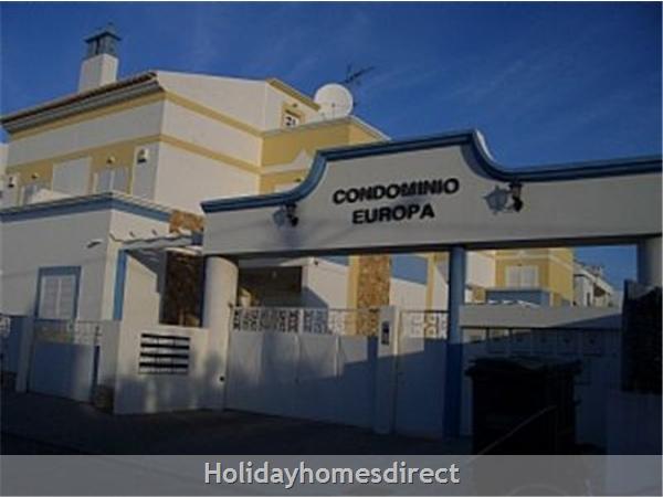 Lote G, Condominio Europa: Entrance to Condominium Europa
