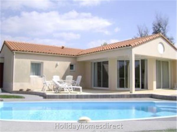Villa Acacia, 3 Bedroom Villa With Private Pool: Image 2