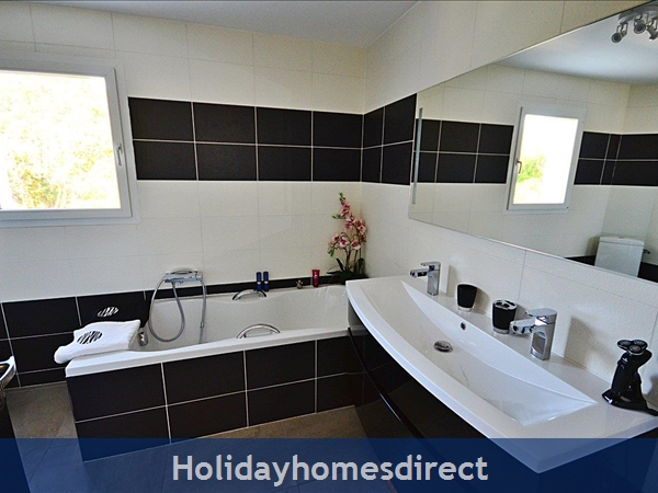 Bathroom (bath   shower) en suite to Master bedr