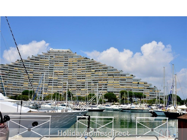 Nearby Marina Baie des Anges with restaurants-bars