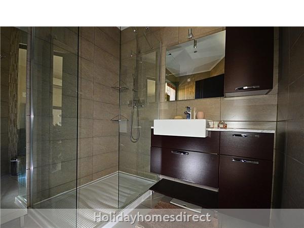 Bedroom on ground floor with en suite shower room