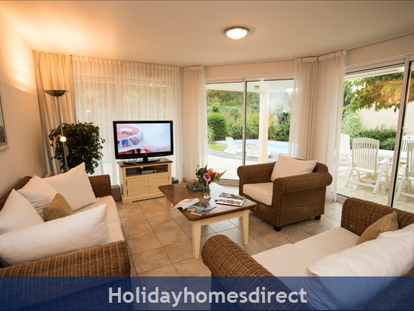 Villa Sophora 8p: Sophora 4 Bedroom Villa With Private Pool Image 3