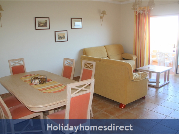 Vilas Das Acacias Apartment Bg - Praia Da Luz. Walk Everywhere Including The Beach !: Dining area and lounge open to veranda