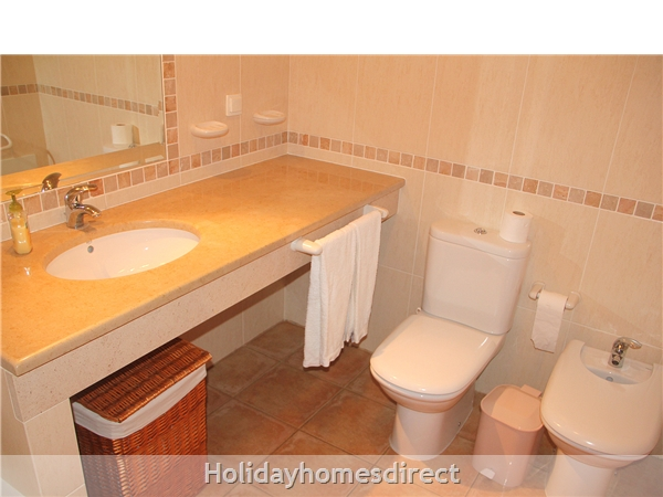 Vilas Das Acacias Apartment Bg - Praia Da Luz. Walk Everywhere Including The Beach !: Bathroom has bath/shower, bidet, toilet