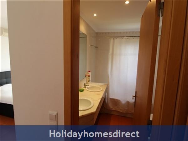 Seaview Townhouse In Golden Clube Resort Cabanas/tavira, Eastern Algarve.: Bedroom1 ensuite