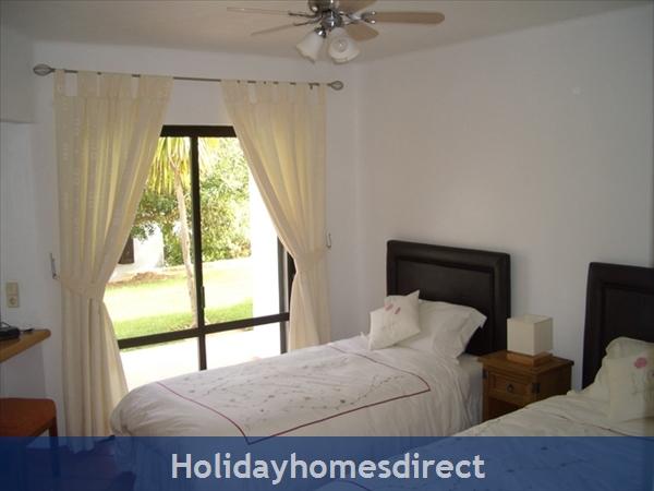 Club Albufeira Resort - Casa Katie: En suite bedroom leading onto patio area