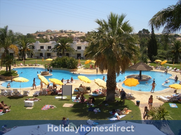 Club Albufeira Garden Village - Casa Katie / Casa Sophie: Ornate pool with swim up bar and jacuzzi