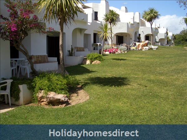 Club Albufiera Resort - Casa Sophie: Garden area outside apartments