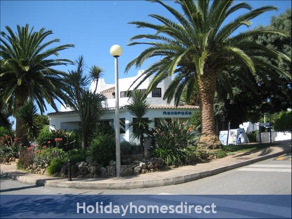 Club Albufiera Resort - Casa Sophie: Club Albufeira entrance and 24 hour reception area