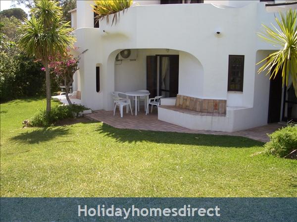 Club Albufiera Resort - Casa Sophie: Patio area and garden