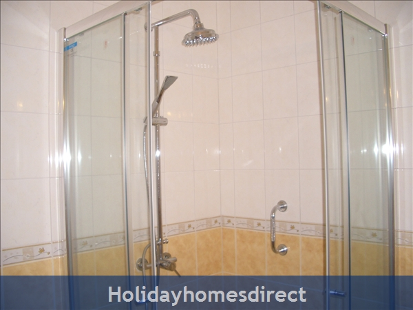 Club Albufiera Resort - Casa Sophie: En suite shower