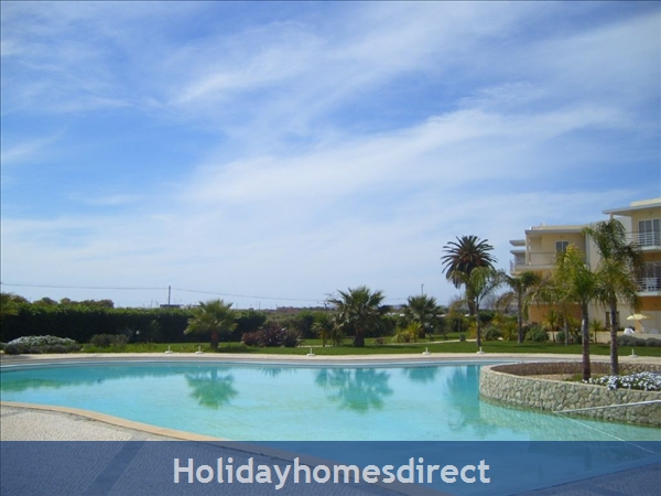 Apartment In Alvor, Western Algarve, Portugal - Luxurious 2 Bedroom Apartment, 5min To Beautiful Beaches Of Alvor: Image 3