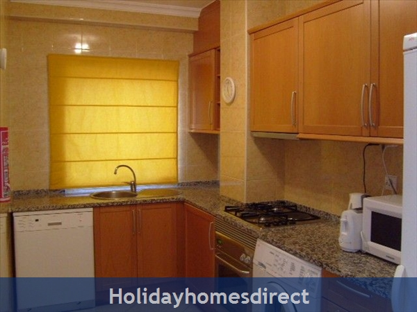 Apartment In Alvor, Western Algarve, Portugal - Luxurious 2 Bedroom Apartment, 5min To Beautiful Beaches Of Alvor: Image 4