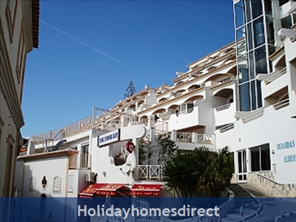 Apartment In Albufeira Duplex Apartment With Sea Views, Pool, Garage, 2 Mins From Beach.: Image 4