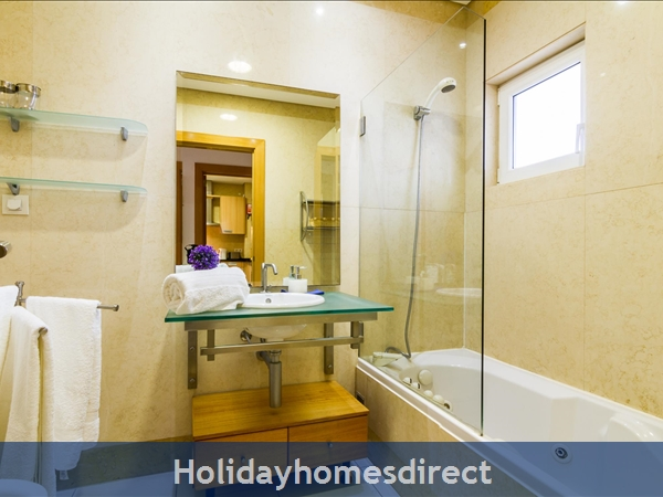 1 Bed Luxury Apartment,  Areias De Sao Joao,  Albufeira Free Wi-fi,: A23