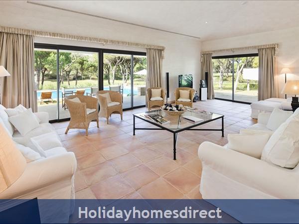 Villa Pinhal Velho 14, Vilamoura. Luxury 5 Bedroom Villa With Pool: Image 7