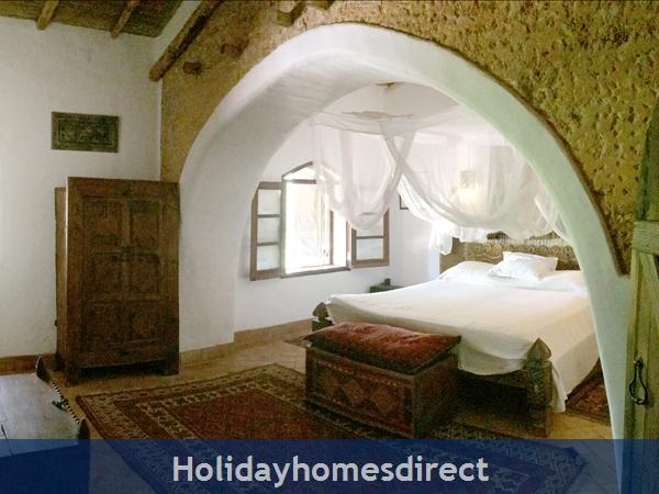 Quinta De Oxalá - Country House With Pool: Master Bedroom - Screened windows to Veranda