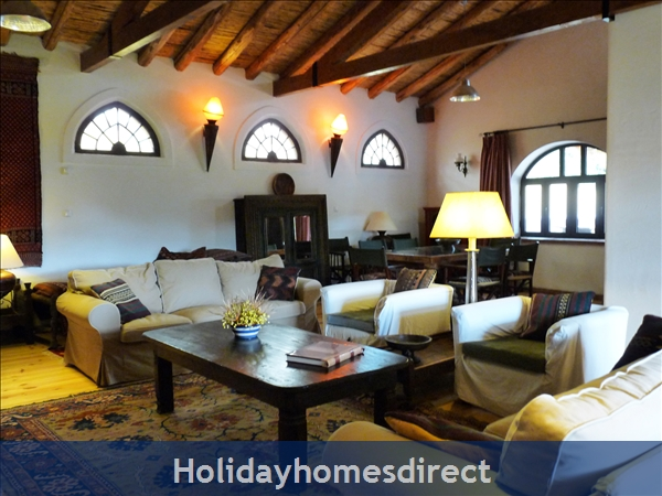 Quinta De Oxalá - Country House With Pool: Comfortable Sofas and a Board Games Cupboard