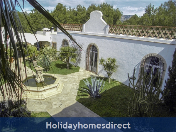 Large Mexican Hacienda - 6 Bedrooms - 14 Guest - Costa Dorada Targona 5 Minutes From The Beach: Inner Patio View From Balcony