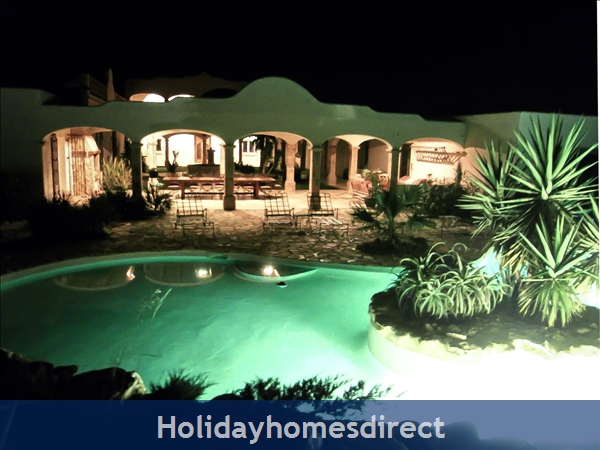 Large Mexican Hacienda - 6 Bedrooms - 14 Guest - Costa Dorada Targona 5 Minutes From The Beach: Hacienda By Night