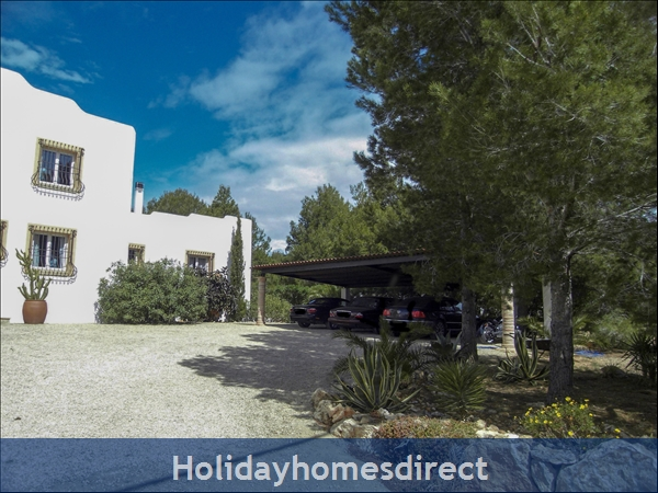 Large Mexican Hacienda - 6 Bedrooms - 14 Guest - Costa Dorada Targona 5 Minutes From The Beach: Roofed Car Garage