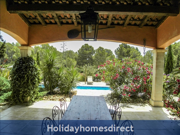 Large 6 Bedroom Villa - 14 Guests - Private Pool - 5 Minutes From The Beach: Large Lunch/Dinner Outdoor table