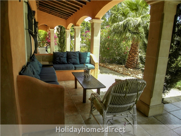 Large 6 Bedroom Villa - 14 Guests - Private Pool - 5 Minutes From The Beach: Roofed Terrace Lounge Area