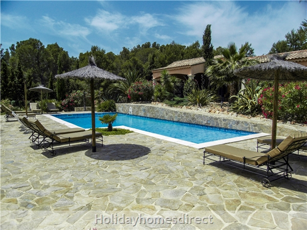 Large 6 Bedroom Villa - 14 Guests - Private Pool - 5 Minutes From The Beach: Large Private Swimming Pool