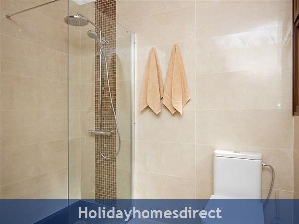Villa Celeste toilet and shower in Lanzarote
