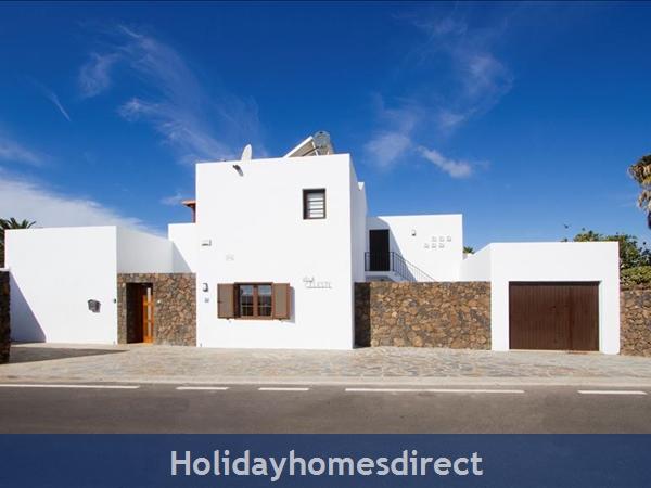 Villa Celeste front entrance in Lanzarote