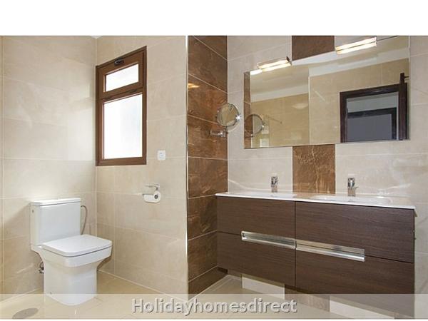 Villa Celeste master bathroom in Lanzarote