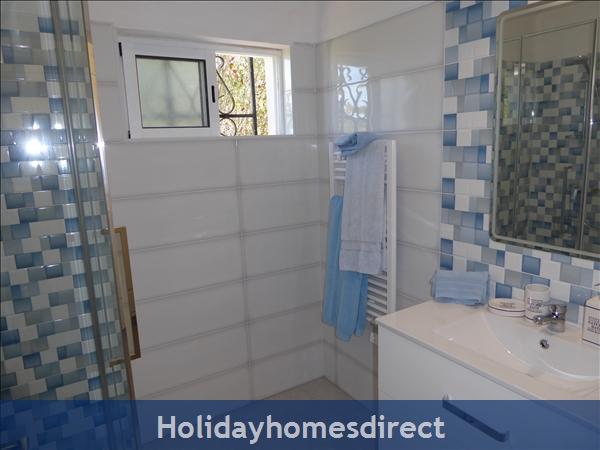 Villa Cara Mia: Bedroom 2 Double - En suite shower room