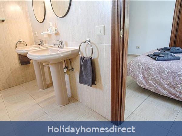 Villa Carol double sinks in bathroom in Lanzarote
