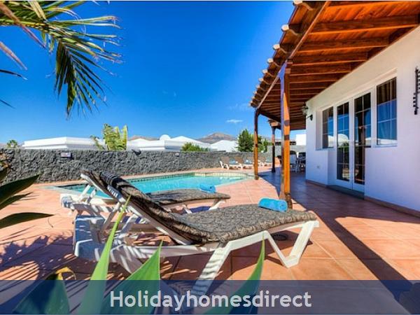 Villa Ariana Private sunbeds and pool area