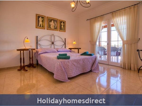 Villa Ariana master bedroom in Lanzarote