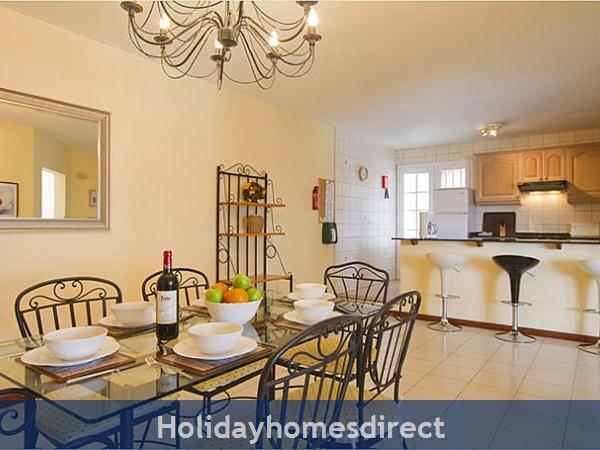 Villa Corona dining table in the kitchen