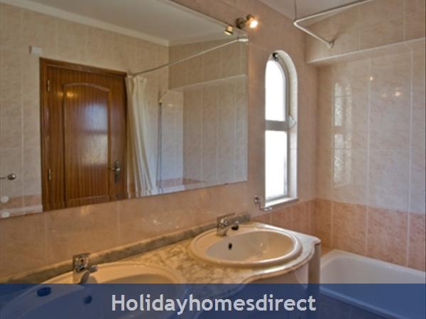 Villa Girasol bathroom with two sinks in Vilamoura