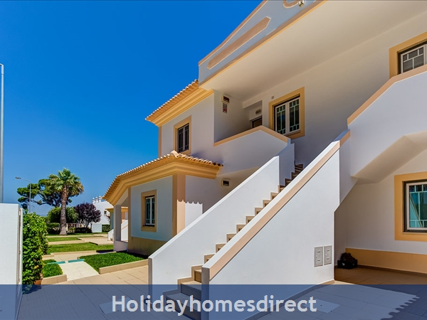 Parc Pinhal H A Superb First Floor Family 2 Bedr Apartment With Pool, Walking Distance Falesia Beach, Restaurants & Bars (77208/al): Back View