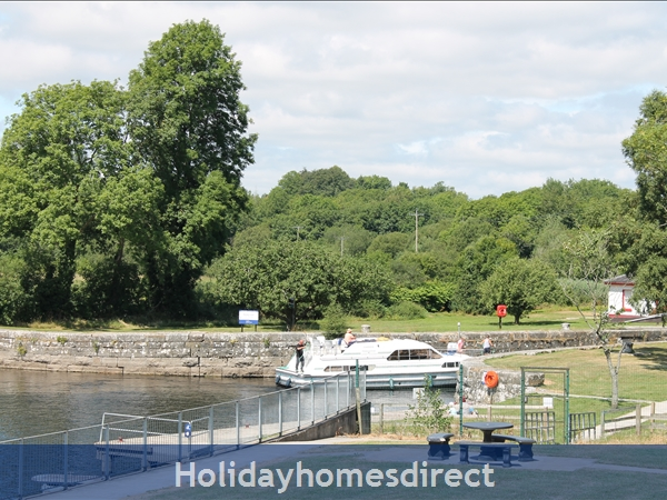 9 Shannon Quays: Views of Rooskey Lock from your balcony