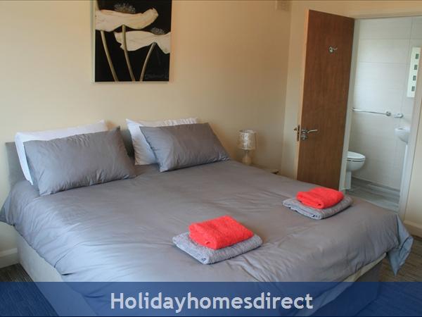 9 Shannon Quays: Bedroom 1 - Ensuite