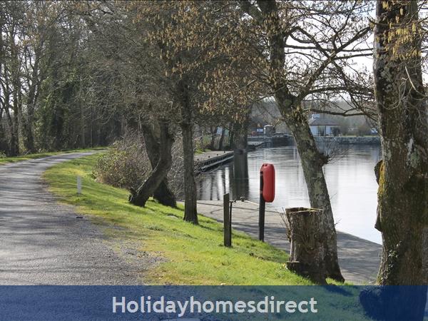 9 Shannon Quays: Picturesque riverside walks