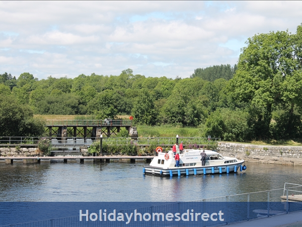 9 Shannon Quays: Balcony views of the weir at Rooskey lock