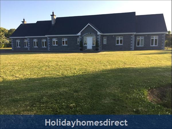 Luxury Farm House Close to Ballina or Crossmolina